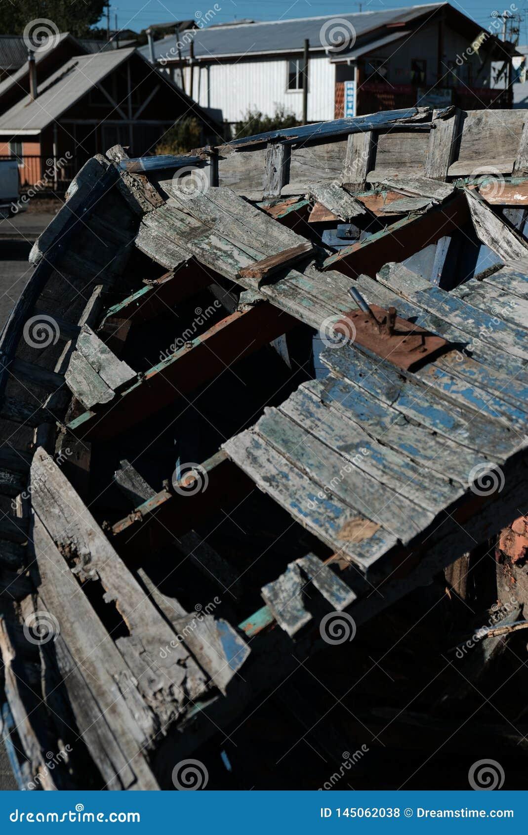 Vergessenes Schiff im Hafen