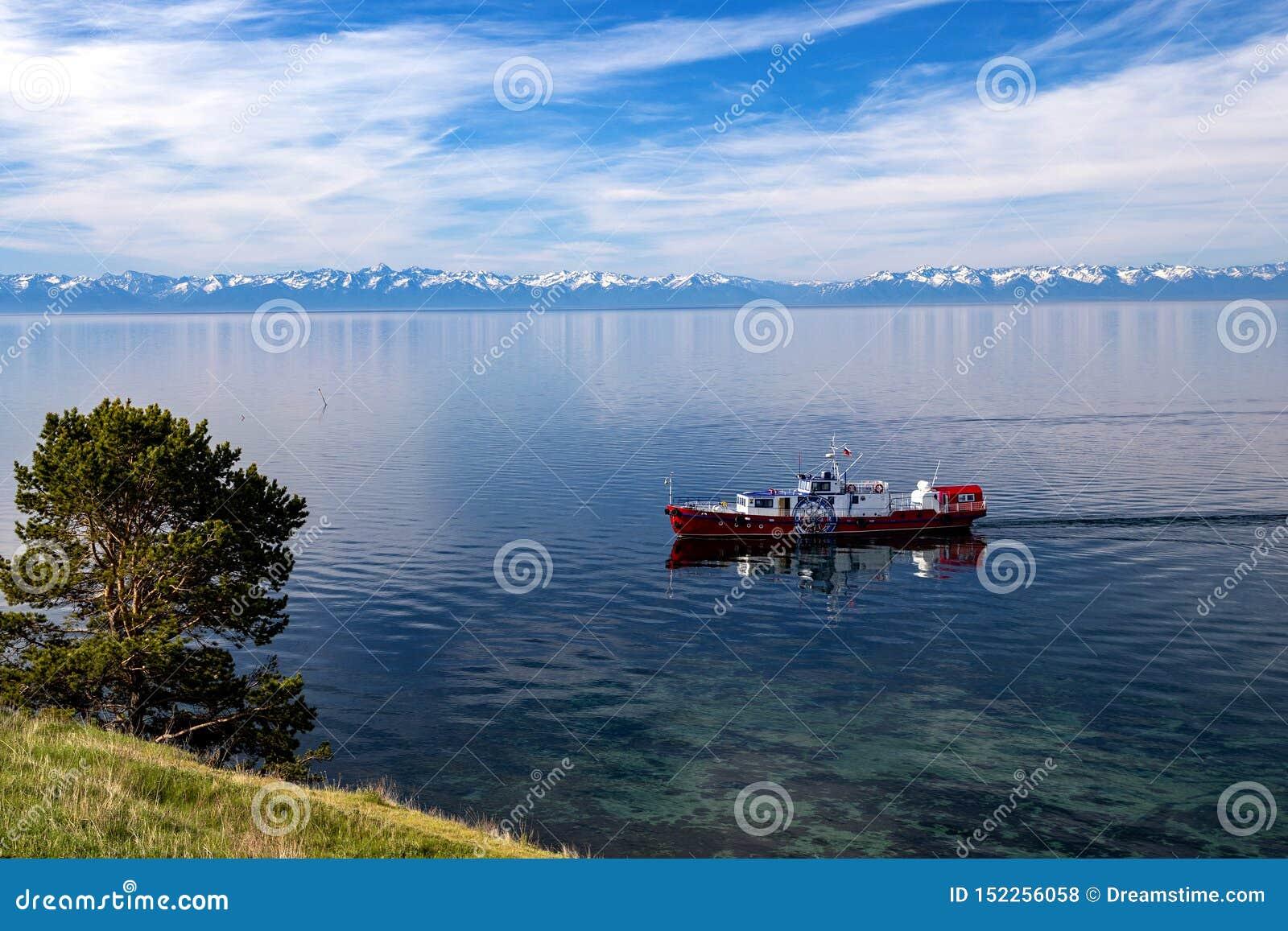Vergn?gungsdampfer auf dem Baikalsee