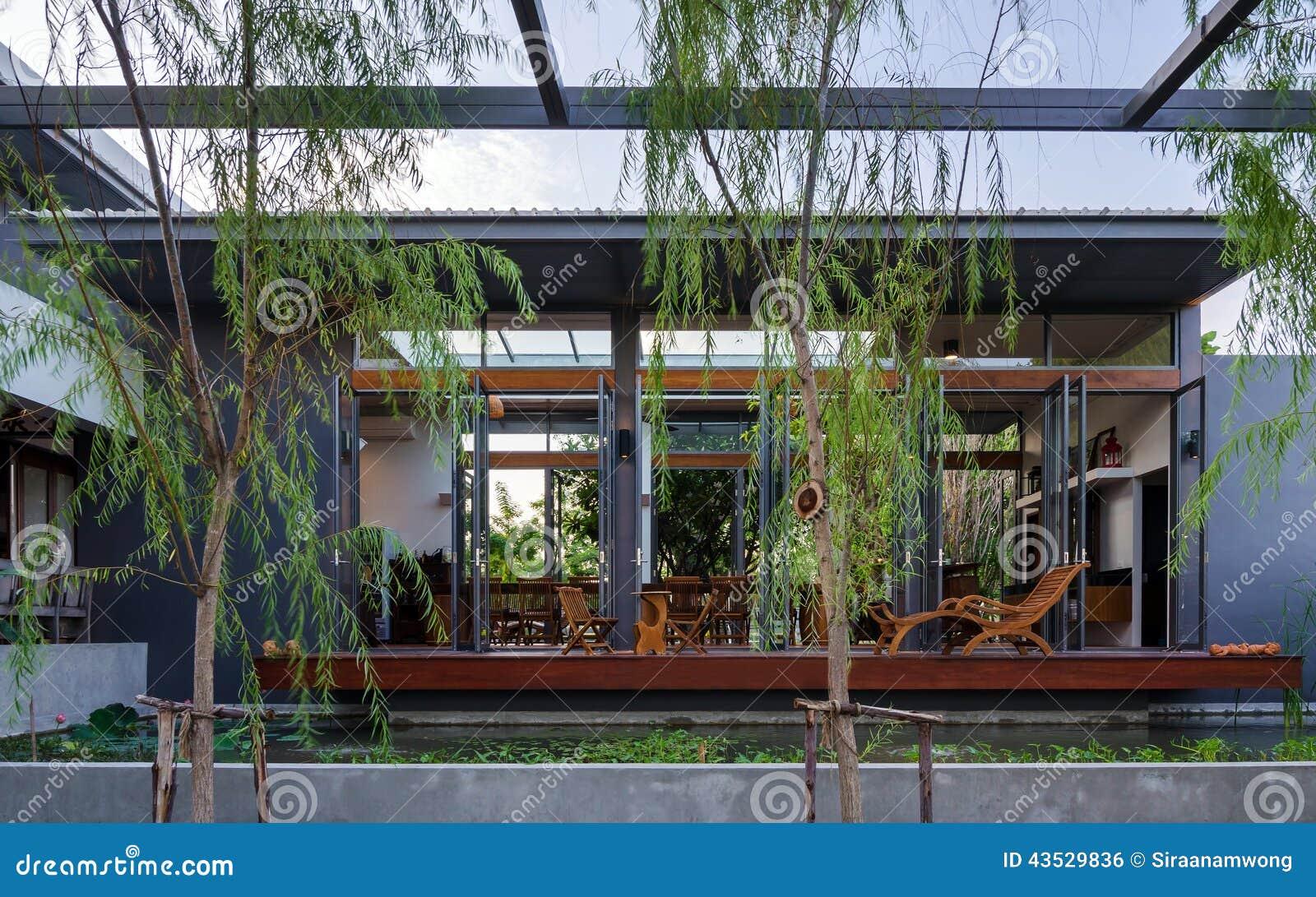 Verhoging van tropisch modern huis stock foto afbeelding 43529836 - Foto modern huis ...