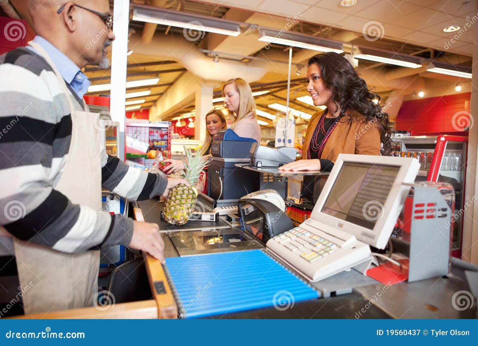Verificação geral da loja do Grocer