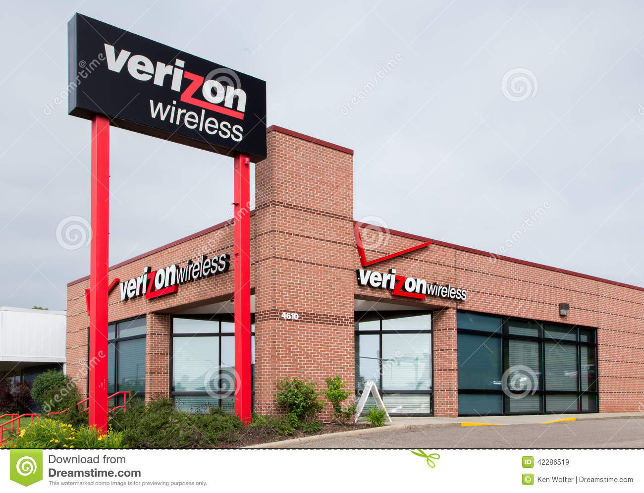 Verizon Wireless Retail Store Editorial Stock Image. Ameritrade Client Advisor Landing Page Videos. Portland OR Accident Attorney. Family Law Attorney In Las Vegas. Collection Software Free Clean Slate Chicago. Open A Business Credit Card Dubois Day Spa. Life Alert Systems For Elderly. Online Massage Therapy Courses. Hair Replacement Pittsburgh Egg Donors Usa