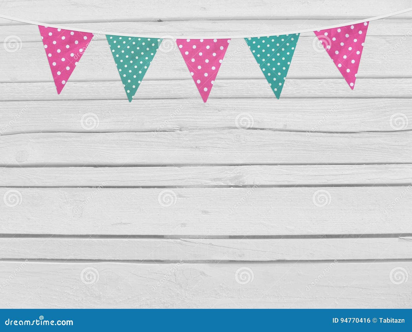 Verjaardag of het modelscène van de babydouche Koord van roze en munt gestippelde stoffenvlaggen De decoratie van de partij Oude