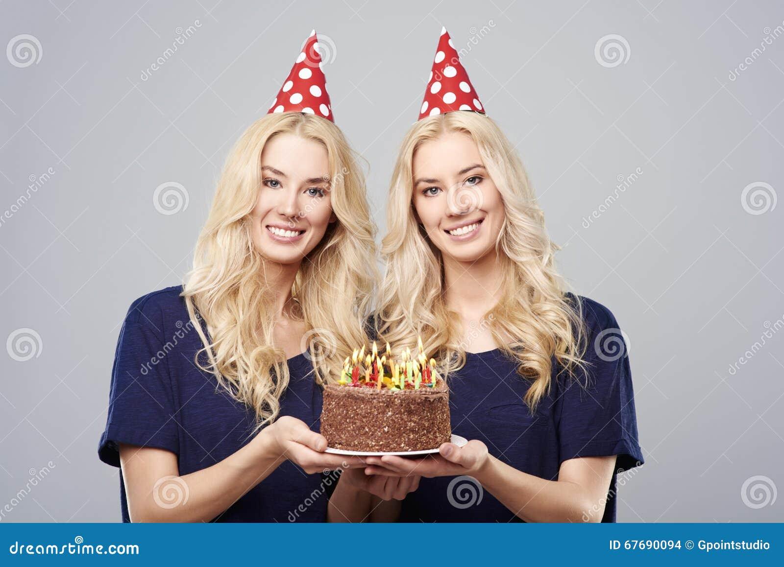 Verjaardag Tweeling Volwassen.Verjaardag Voor Tweelingen Stock Foto Afbeelding Bestaande