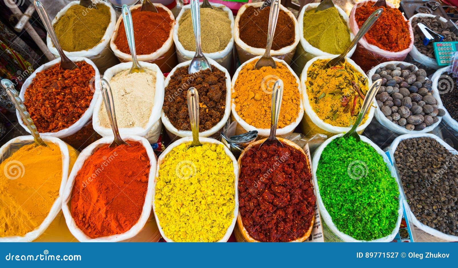 Verkauf von Gewürzen in den Märkten von Indien