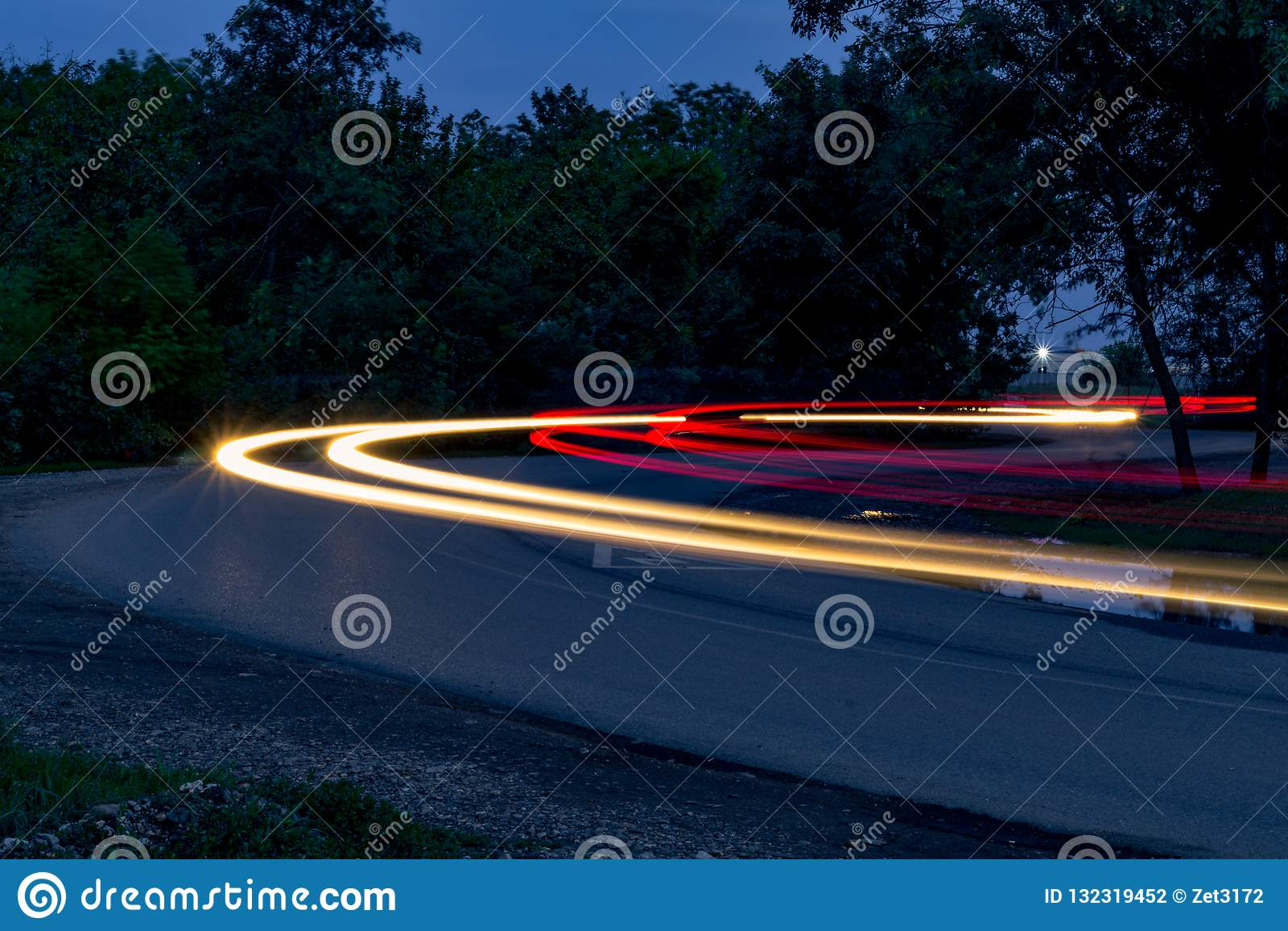 Verkeer op de draai bij nacht