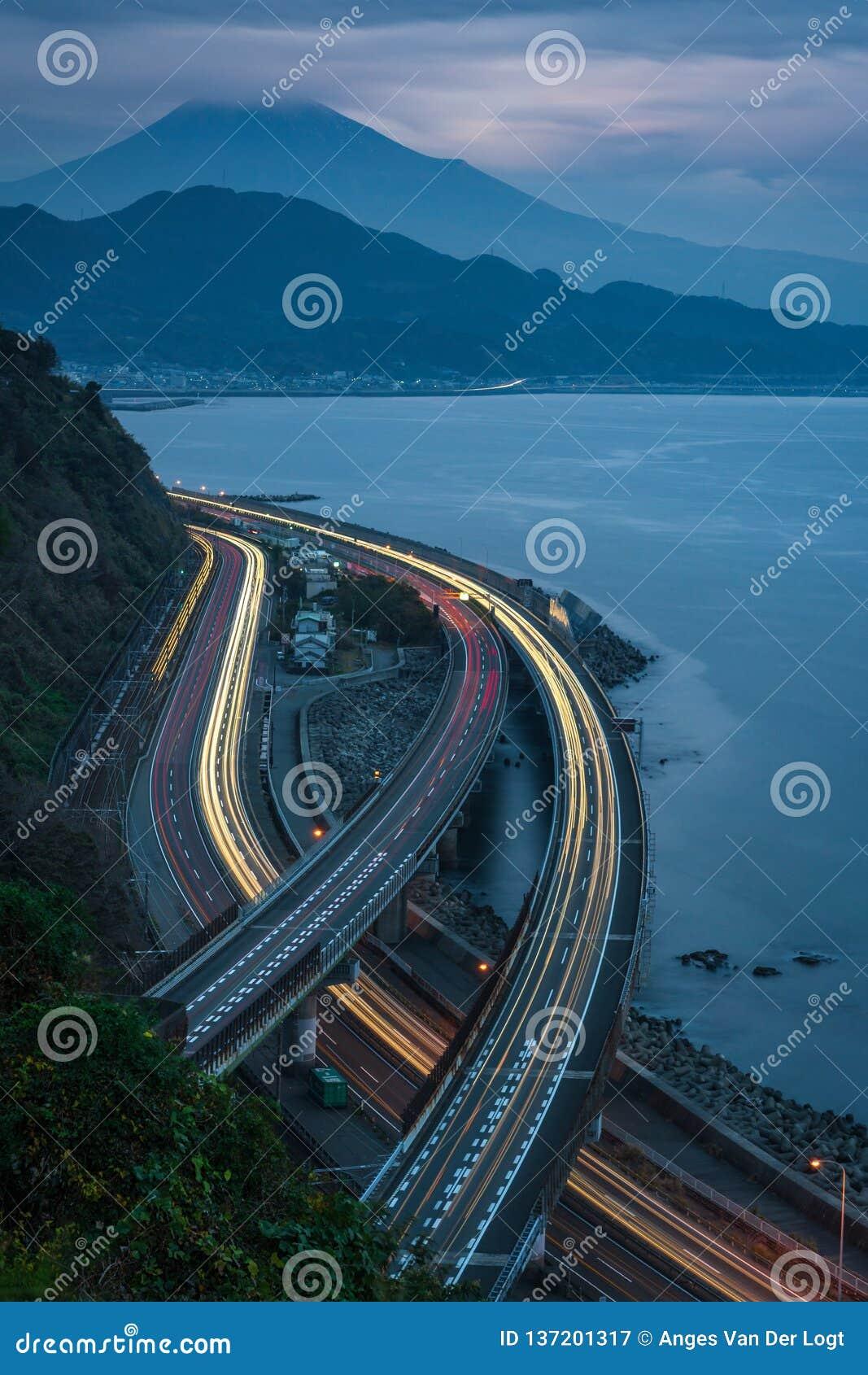 Verkeer op de Sata-pas, dichtbij Onderstel Fuji, Japan