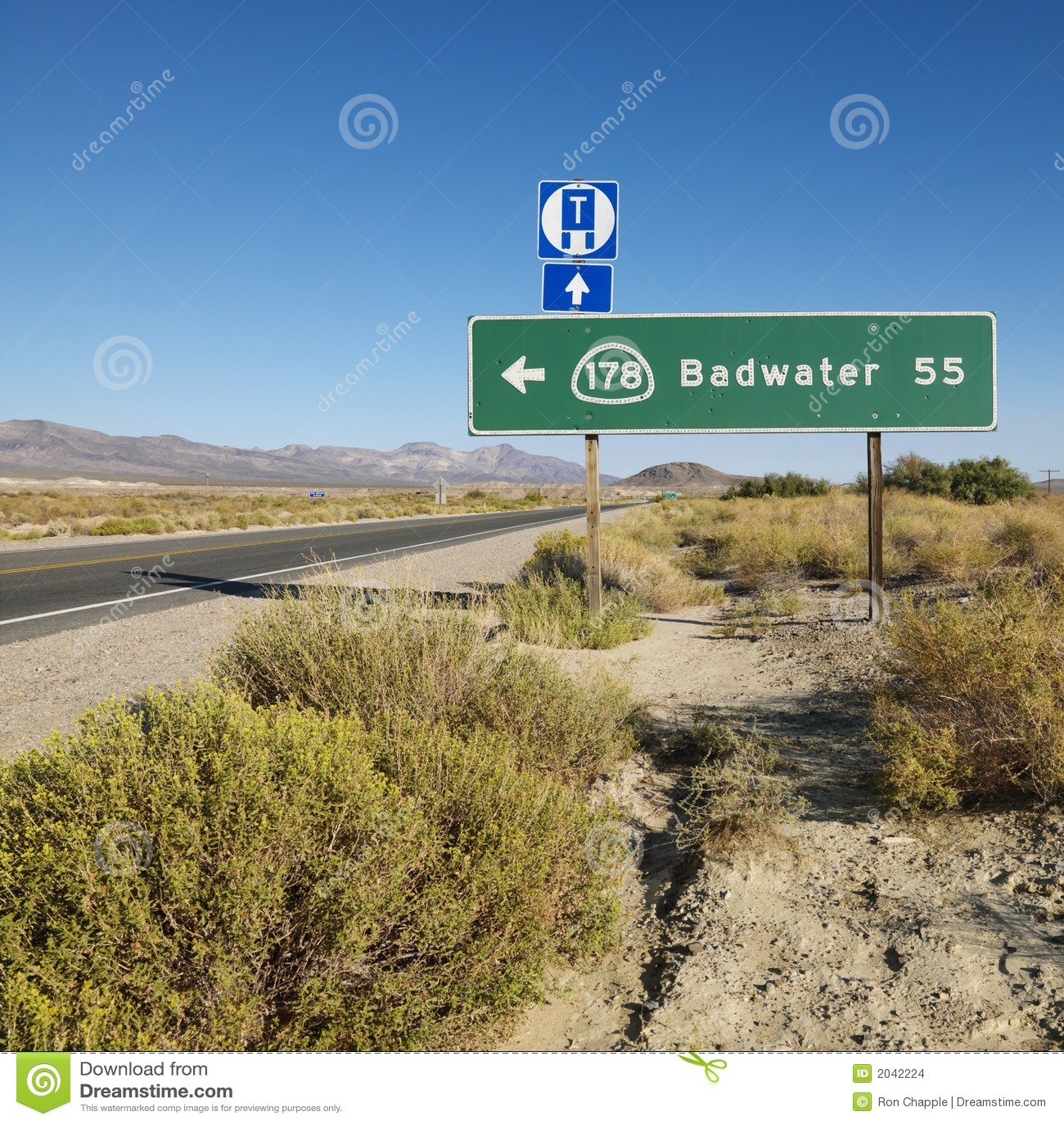 Verkeersteken in woestijn.