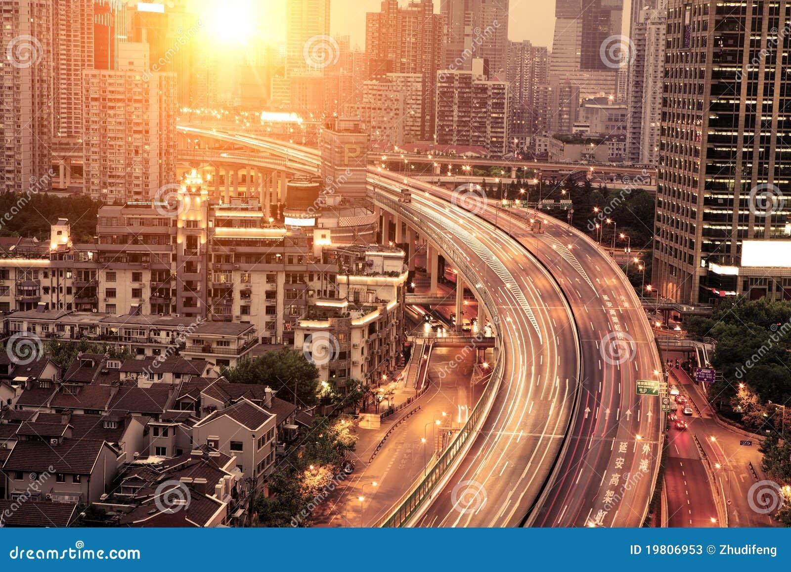 Verkehr durch in die Stadt
