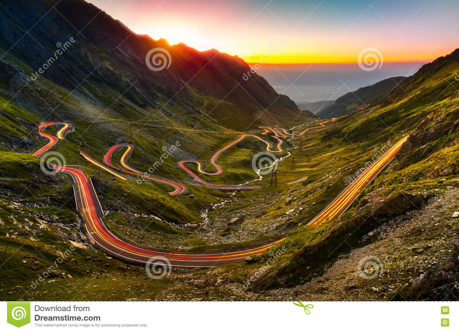 Verkehrsspuren auf Transfagarasan-Durchlauf