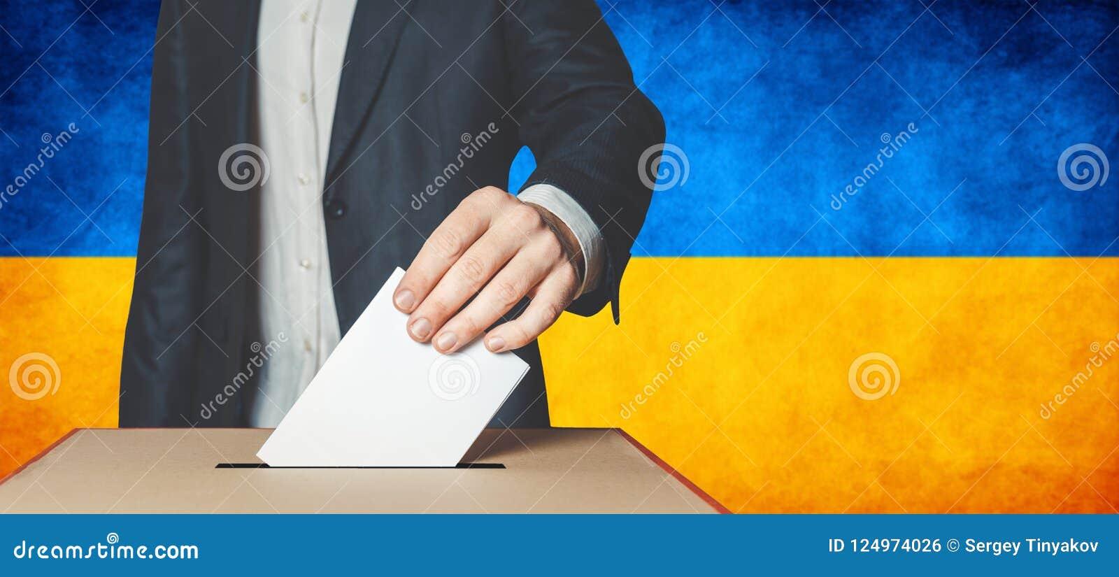 Verkiezingen in de Oekraïne, politieke strijd Democratie, vrijheids en onafhankelijkheidsconcept Mensenkiezer die Stemming aanbre