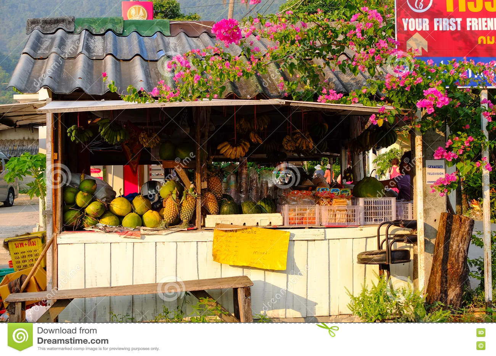 Verkopende vruchten bij de opslag in Krabi, zuidelijk Thailand