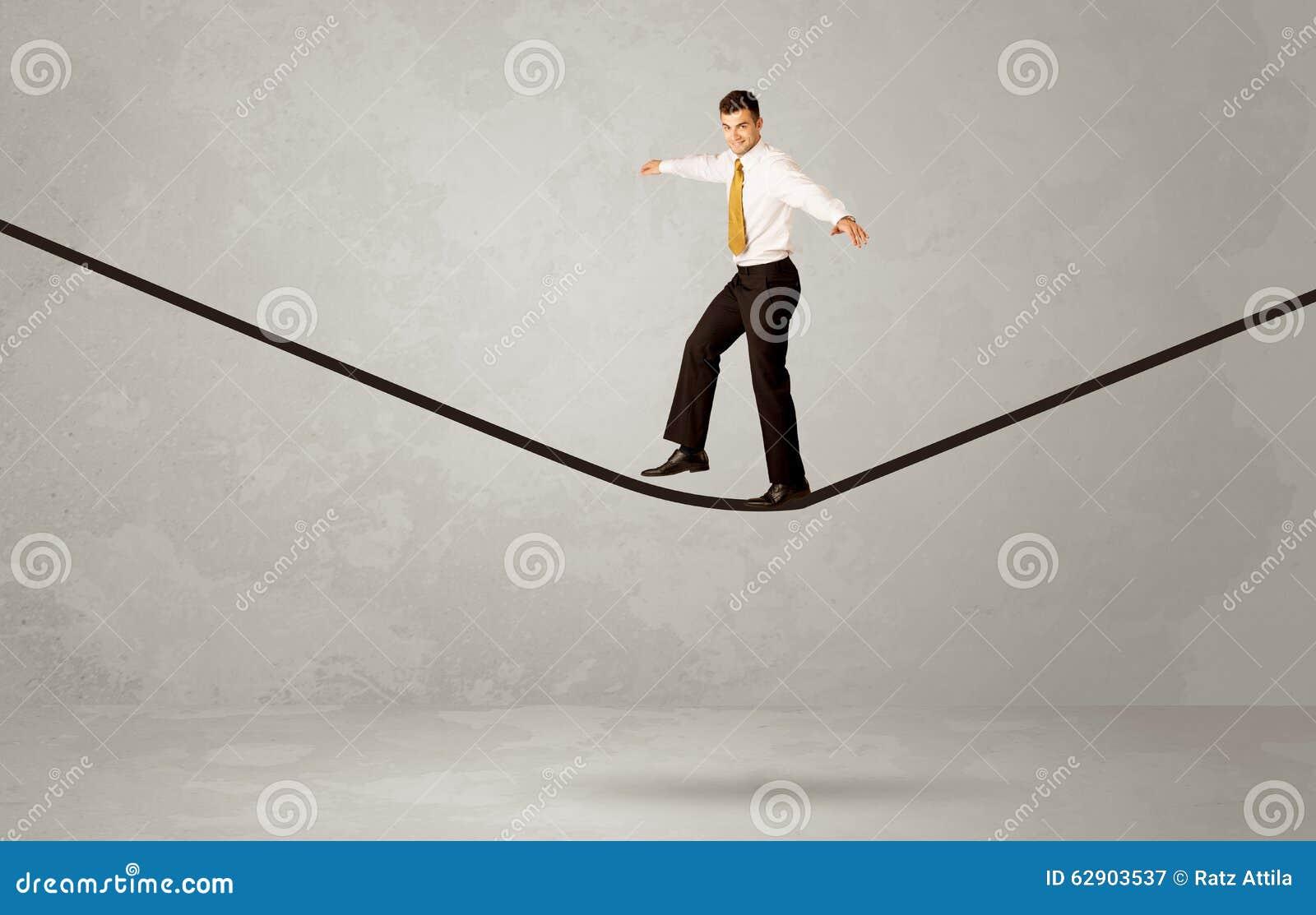 Verkoper die op kabel in grijze ruimte lopen stock foto afbeelding 62903537 - Grijze ruimte ...