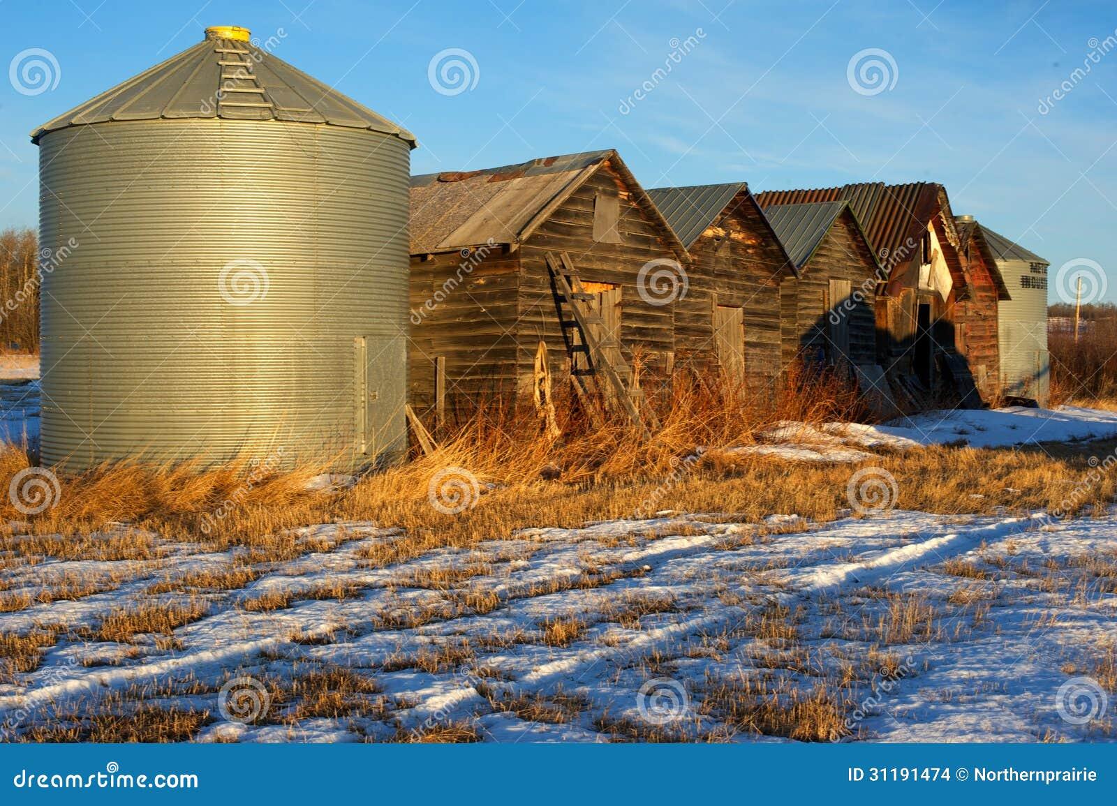Verlassene alte Getreidespeicher im Spätwinter