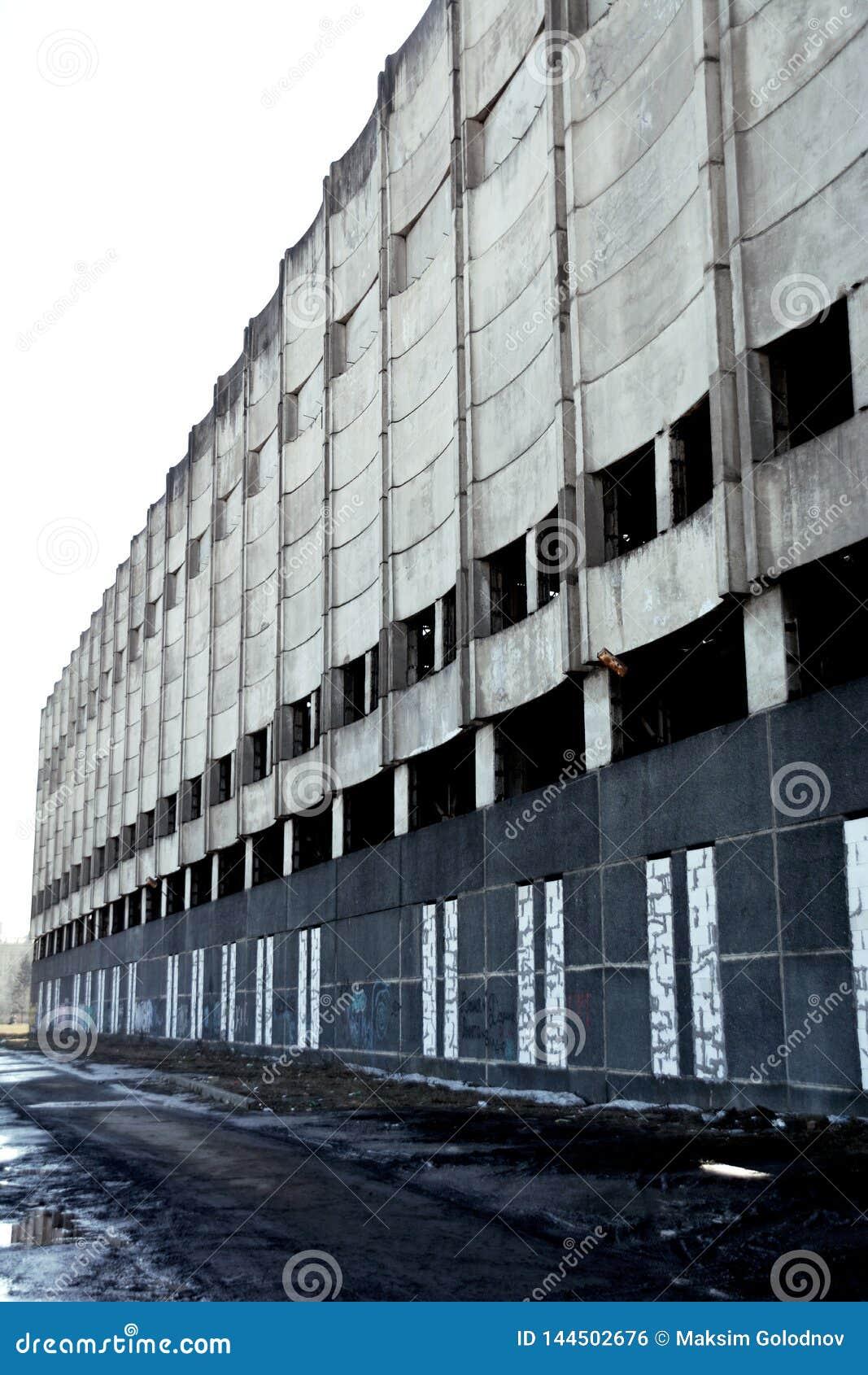 Verlassenes Fabrikgebäude in der Stadt