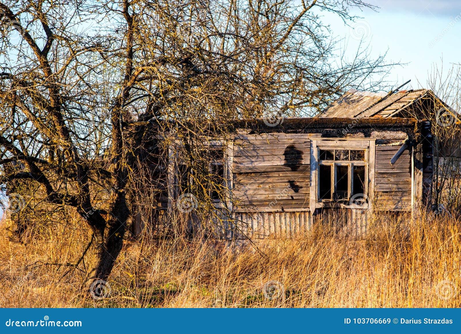 Verlassenes faules Haus