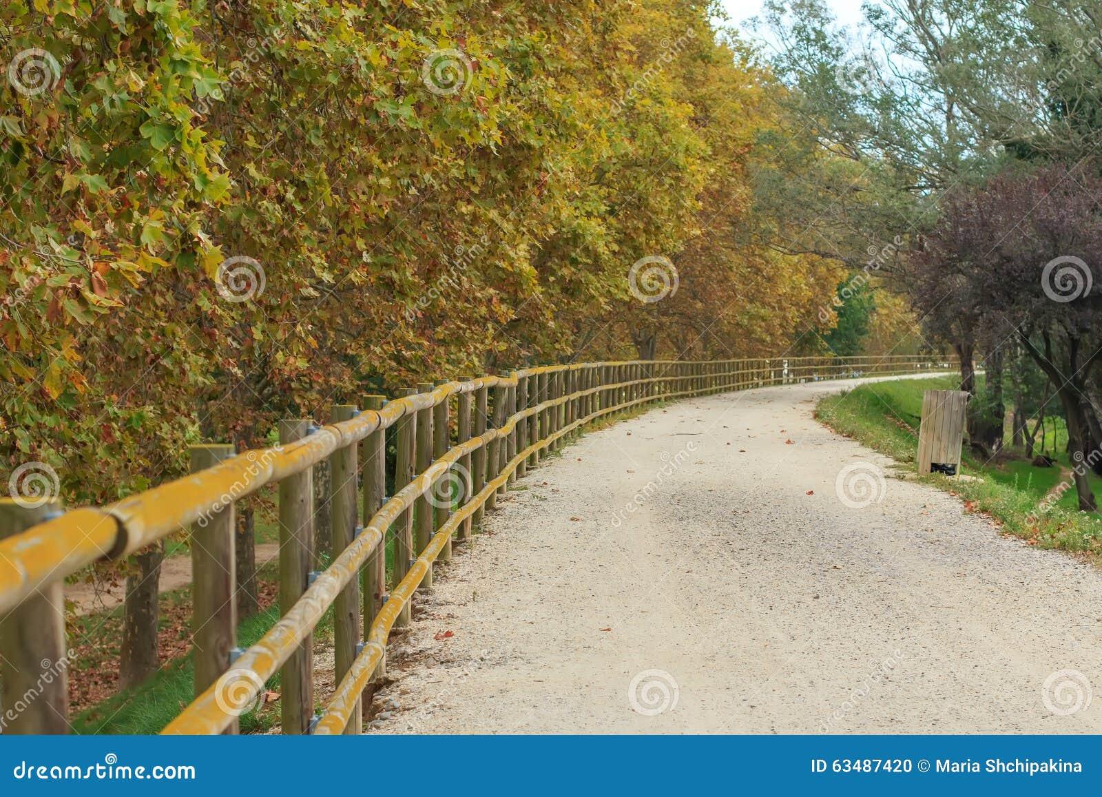 Verlaten grint wandelingsweg
