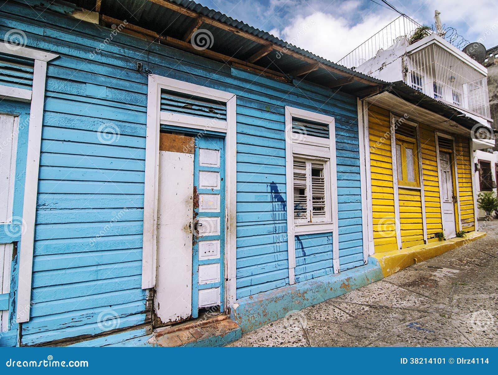 Verlaten houten huizen stock afbeelding afbeelding 38214101 - Houten huis ...