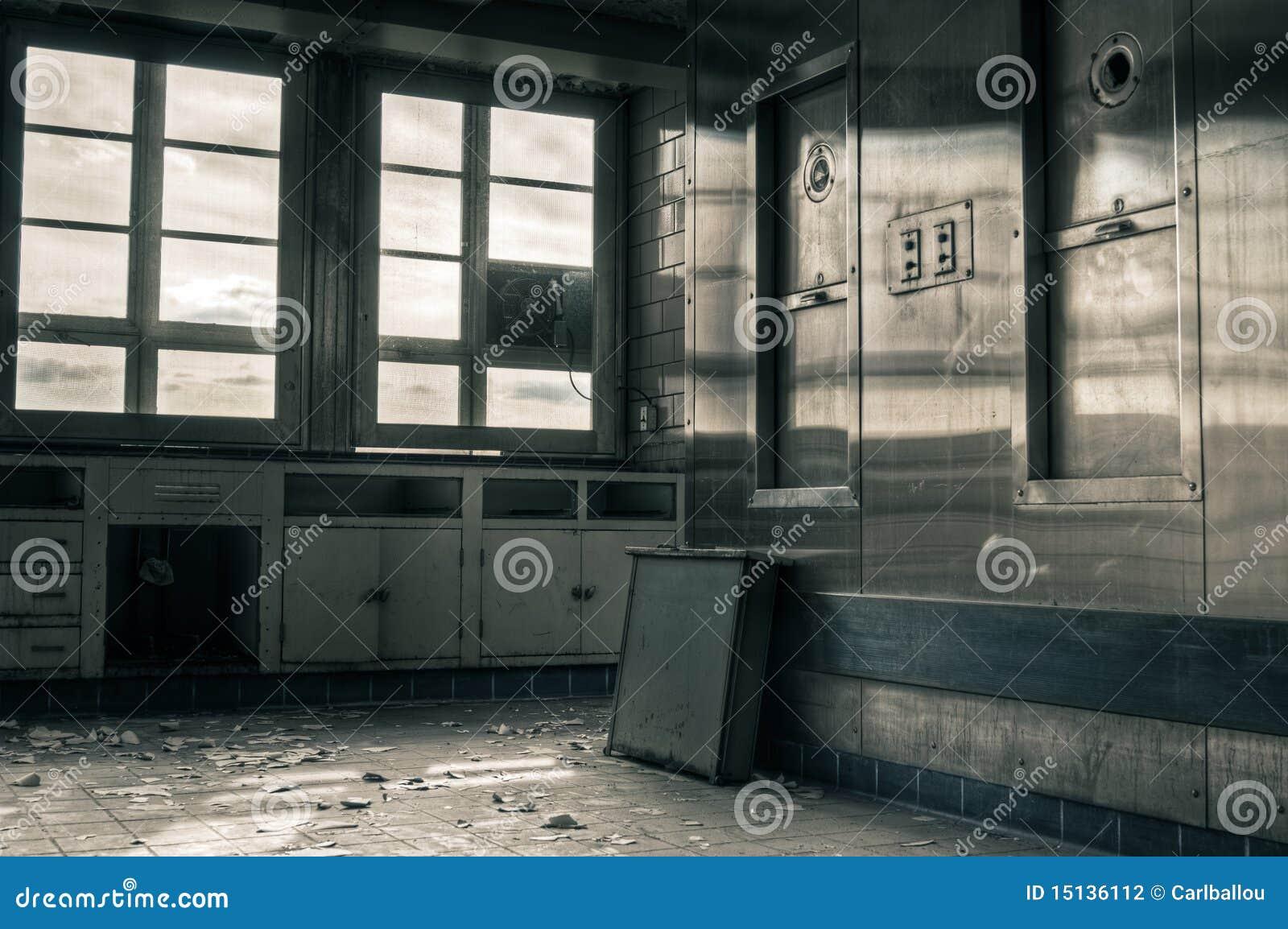 Verlaten industriële keuken stock foto afbeelding bestaande uit
