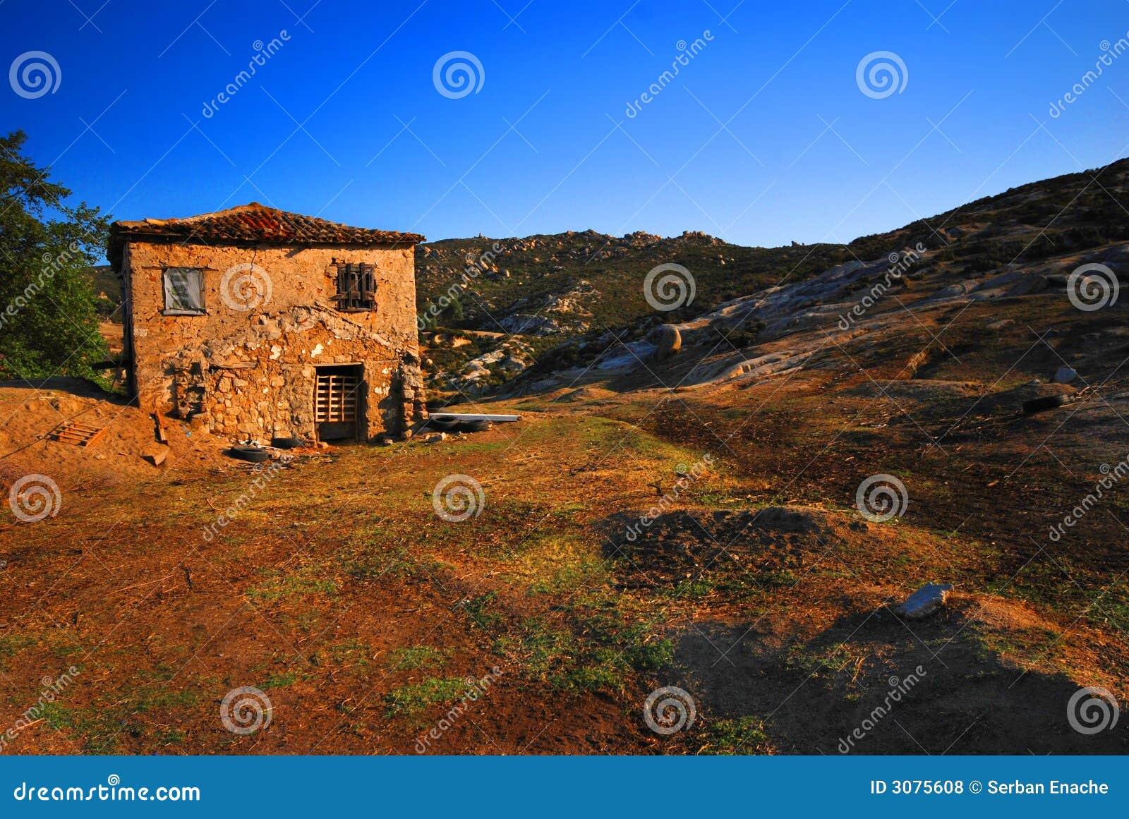 Verlaten landbouwbedrijfhuis in Griekenland