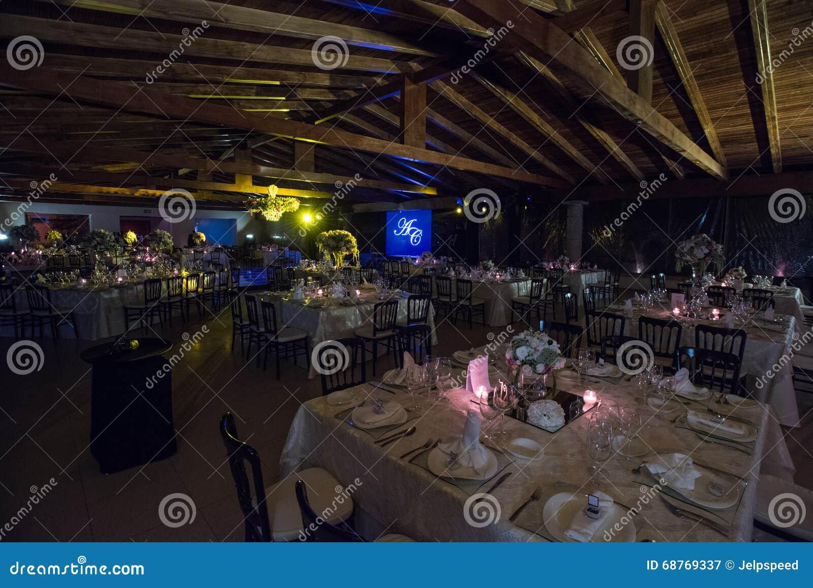 Verlegen Sie Decoraction Nachthochzeitsdekoration Mit Kerzen Und