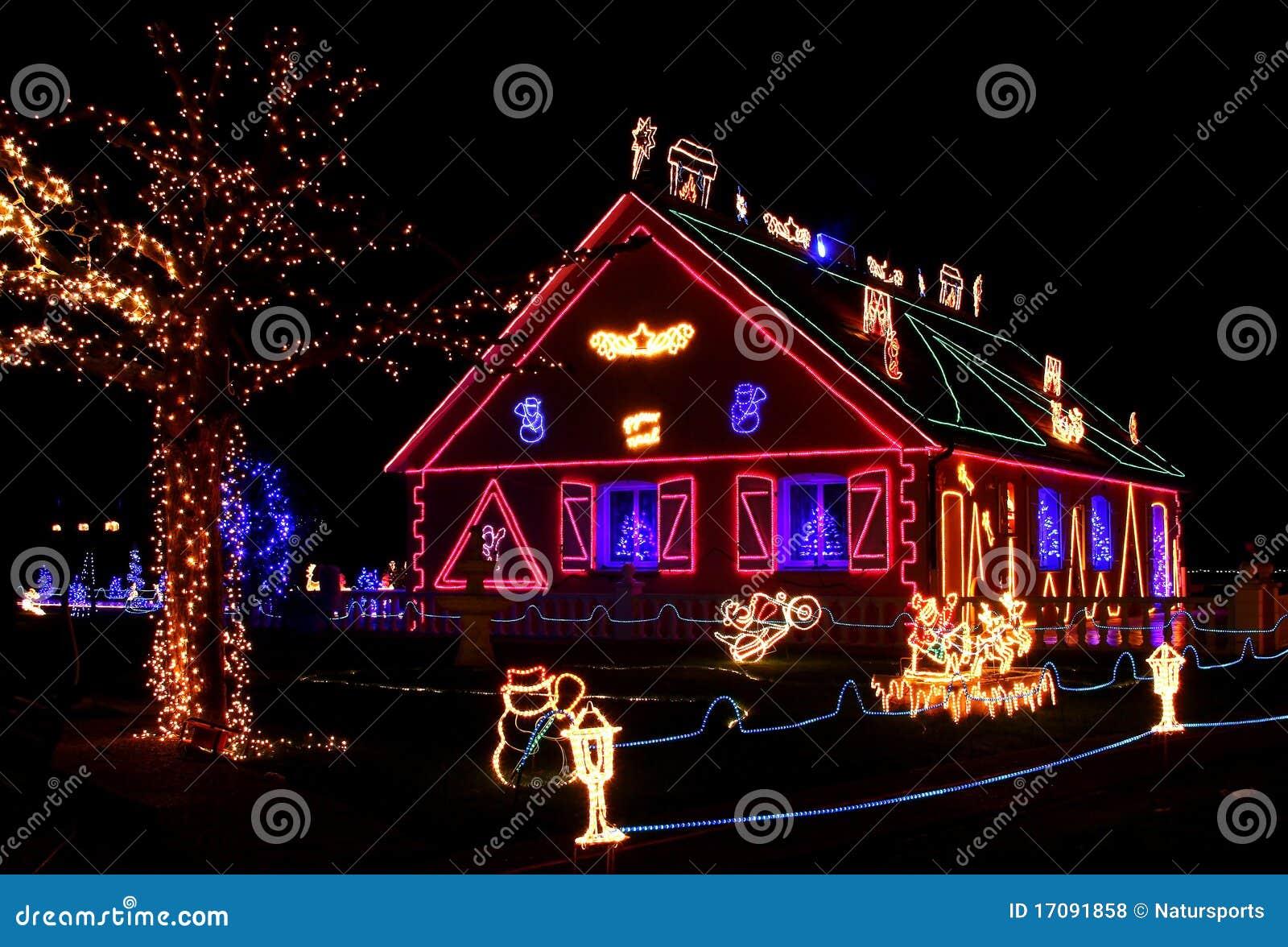 Verlicht huis royalty vrije stock foto 39 s beeld 17091858 - Verlicht camif ...
