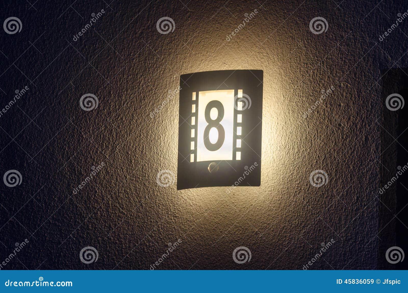 Verlicht Huisnummer, Openluchtlamp Stock Afbeelding - Afbeelding ...