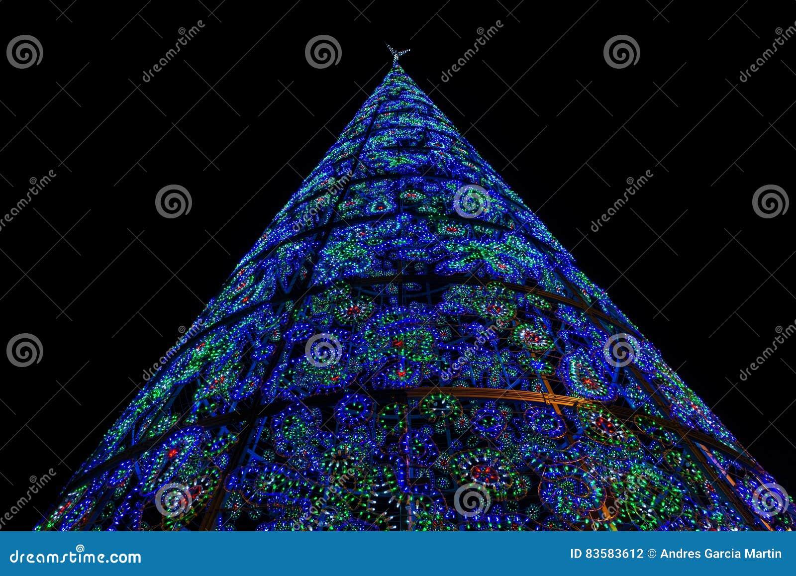 Verlichte Kerstboom In Puerta Del Sol In Madrid Stock Foto ...