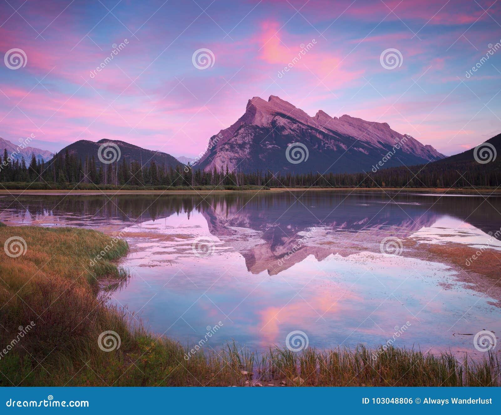 Vermillion Merenzonsondergang in Banff Canada