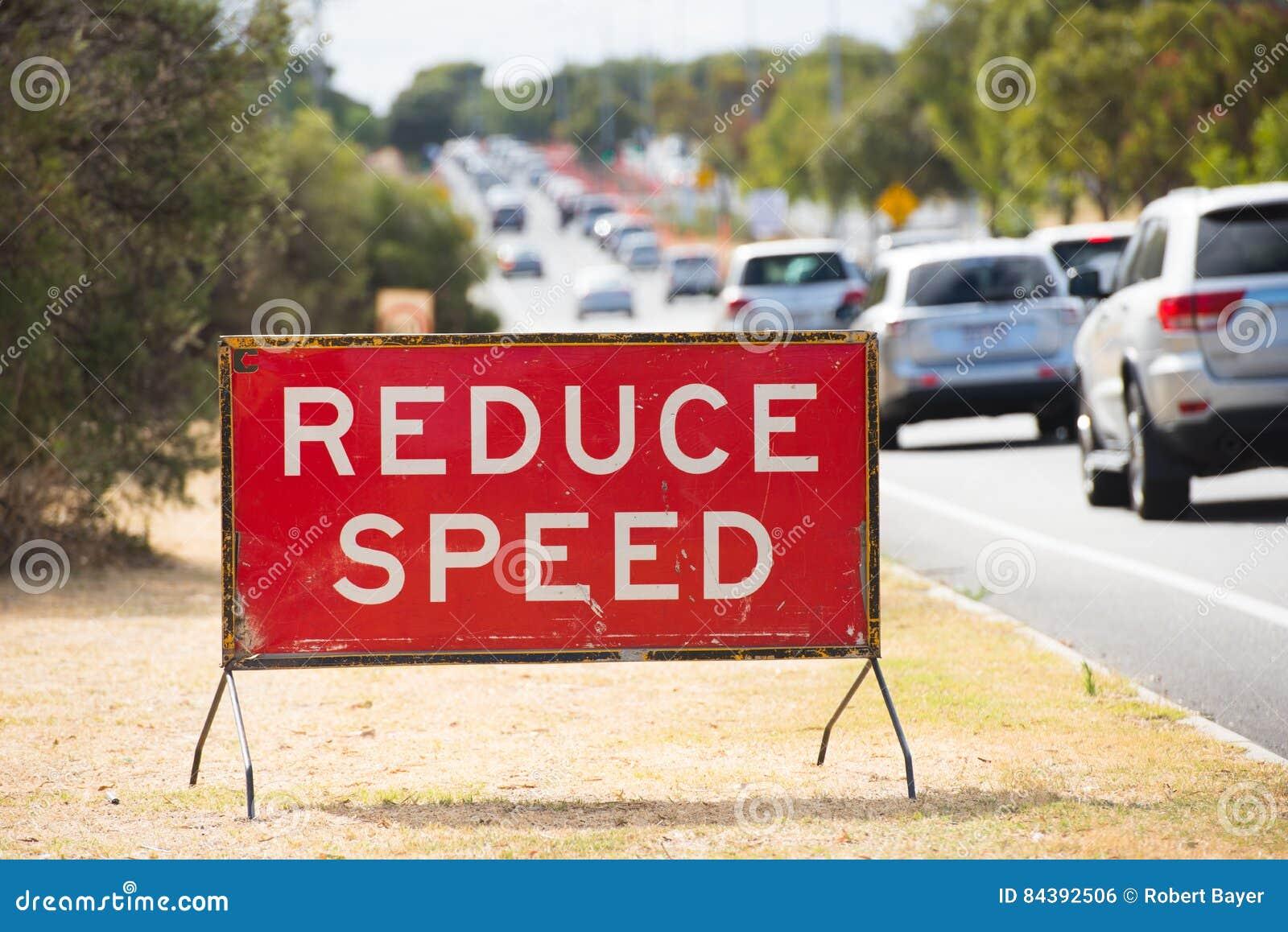 Verminder de waarschuwing van snelheidsverkeersteken openlucht