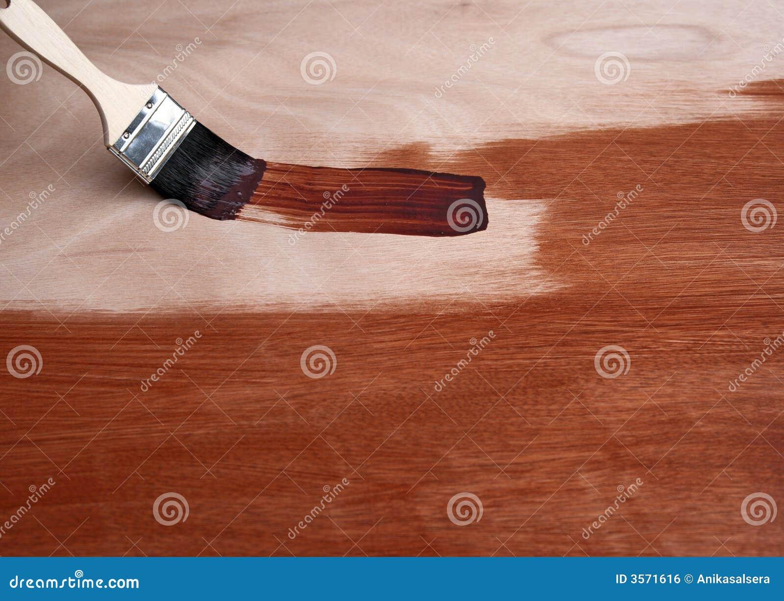 Verniciatura della superficie di legno