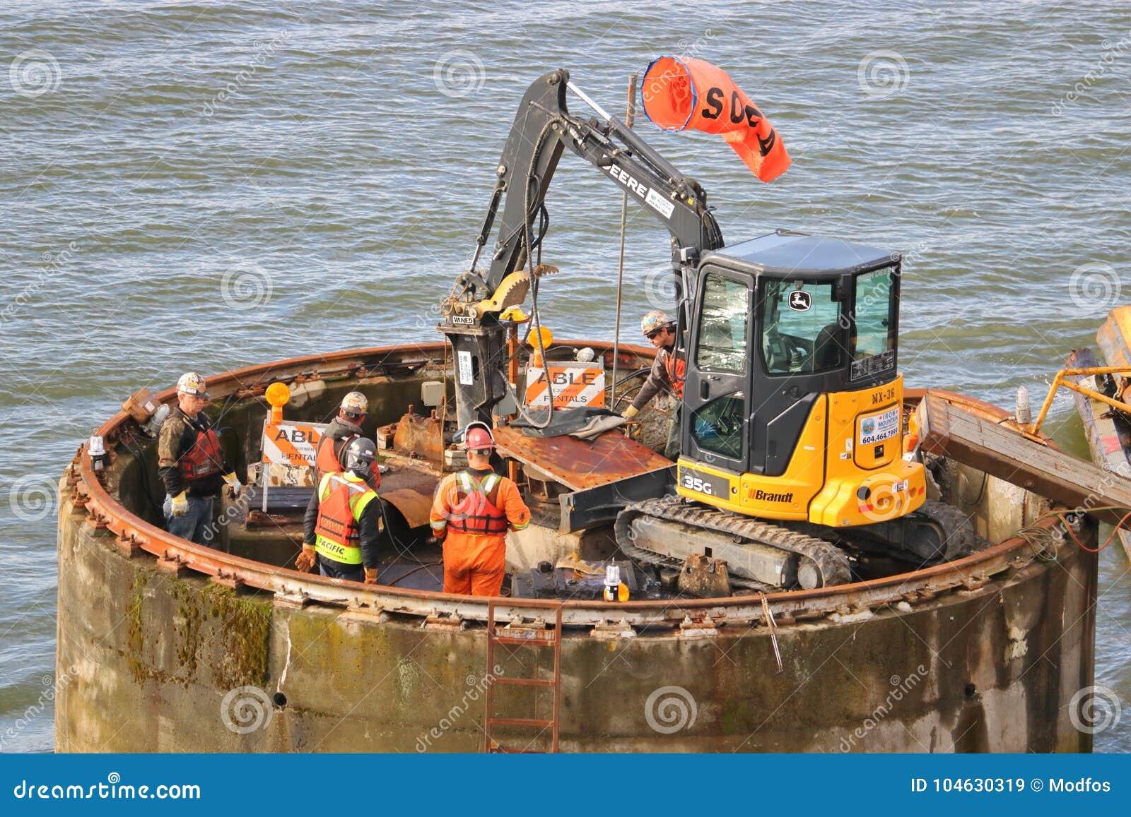 Download Vernielingsbemanning En Industrieel Materiaal Redactionele Stock Afbeelding - Afbeelding bestaande uit ontmantel, infrastructuur: 104630319