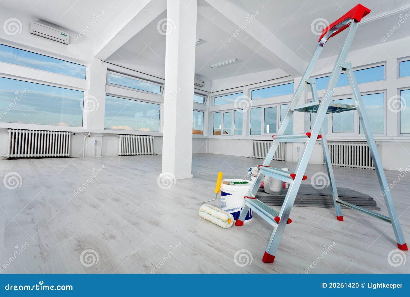 Vernieuwde lege bureauruimte