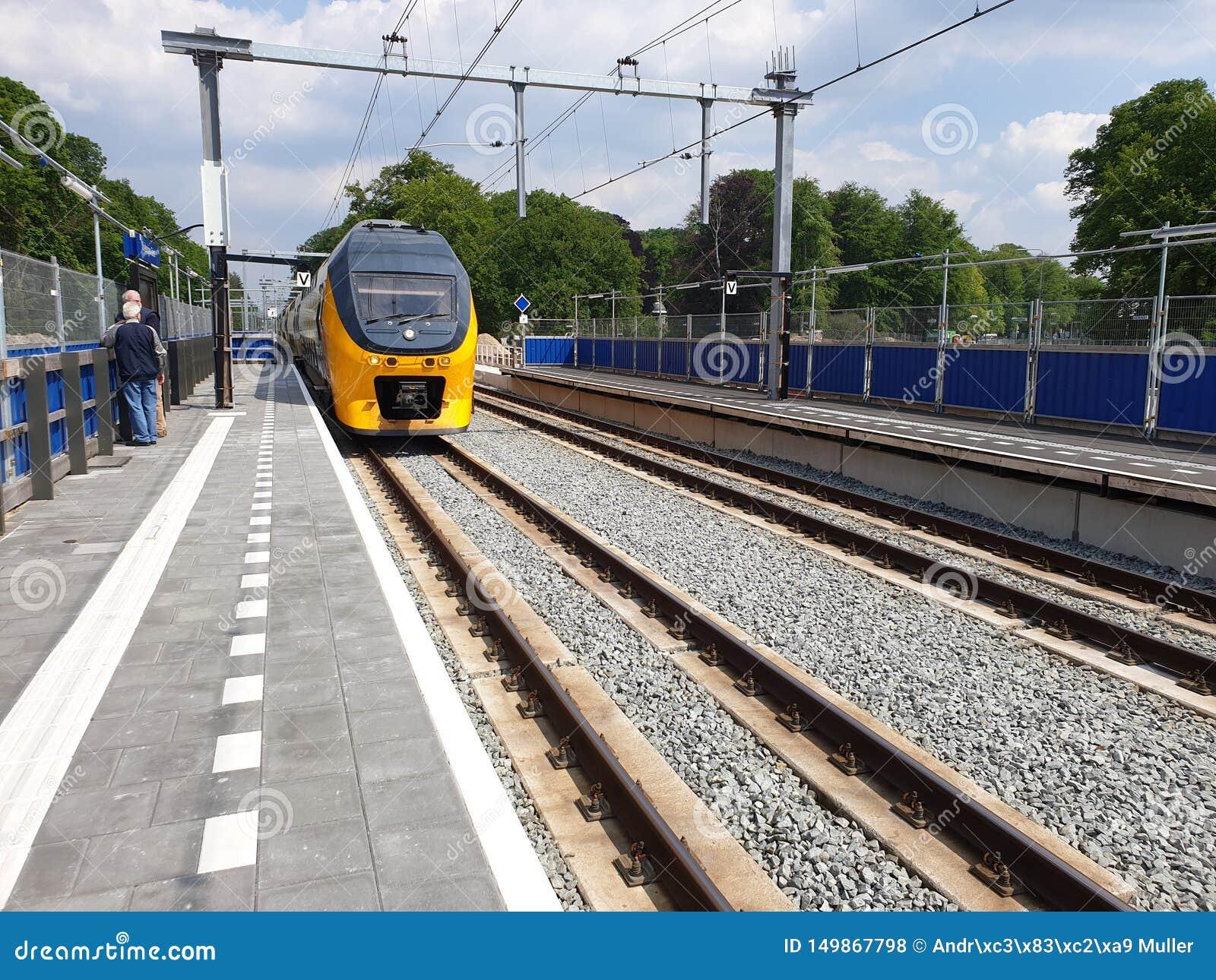 Vernieuwing van het station Driebergen Zeist in Nederland met ondergrondse weg en uitbreiding aan 4 sporen
