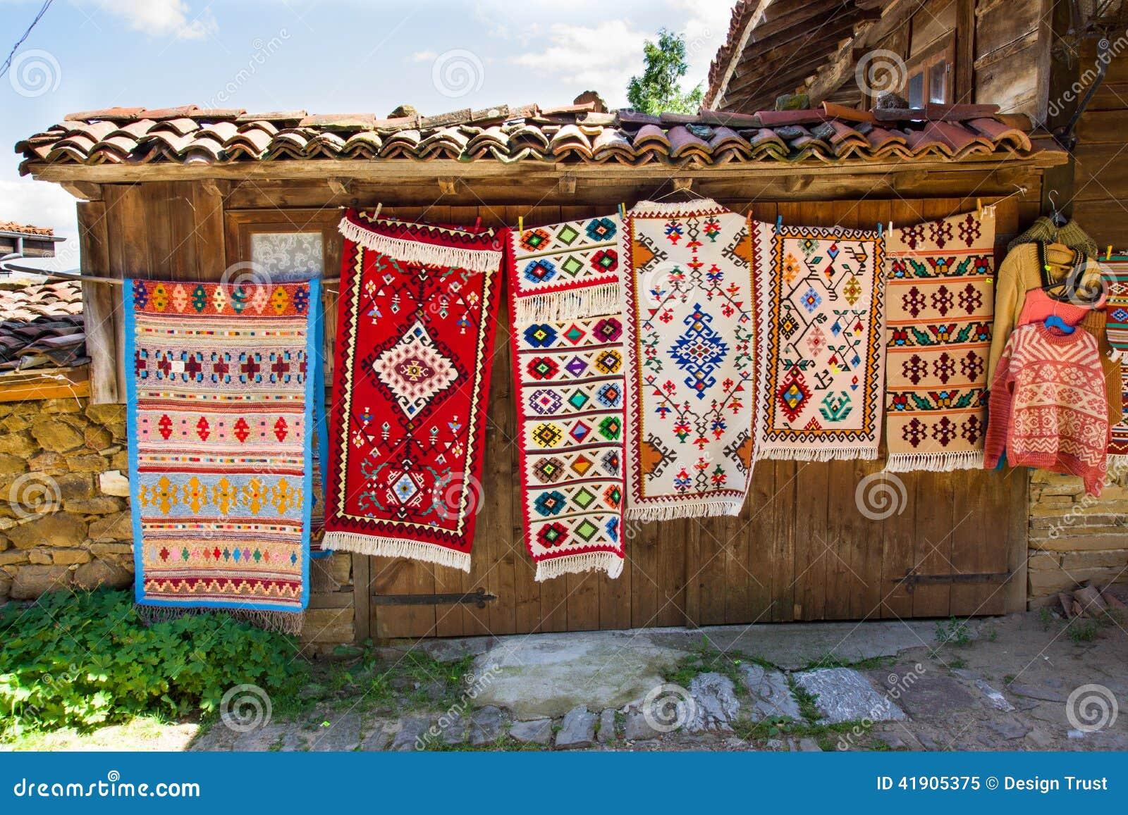 Vernissage rural de la alfombra en Bulgaria