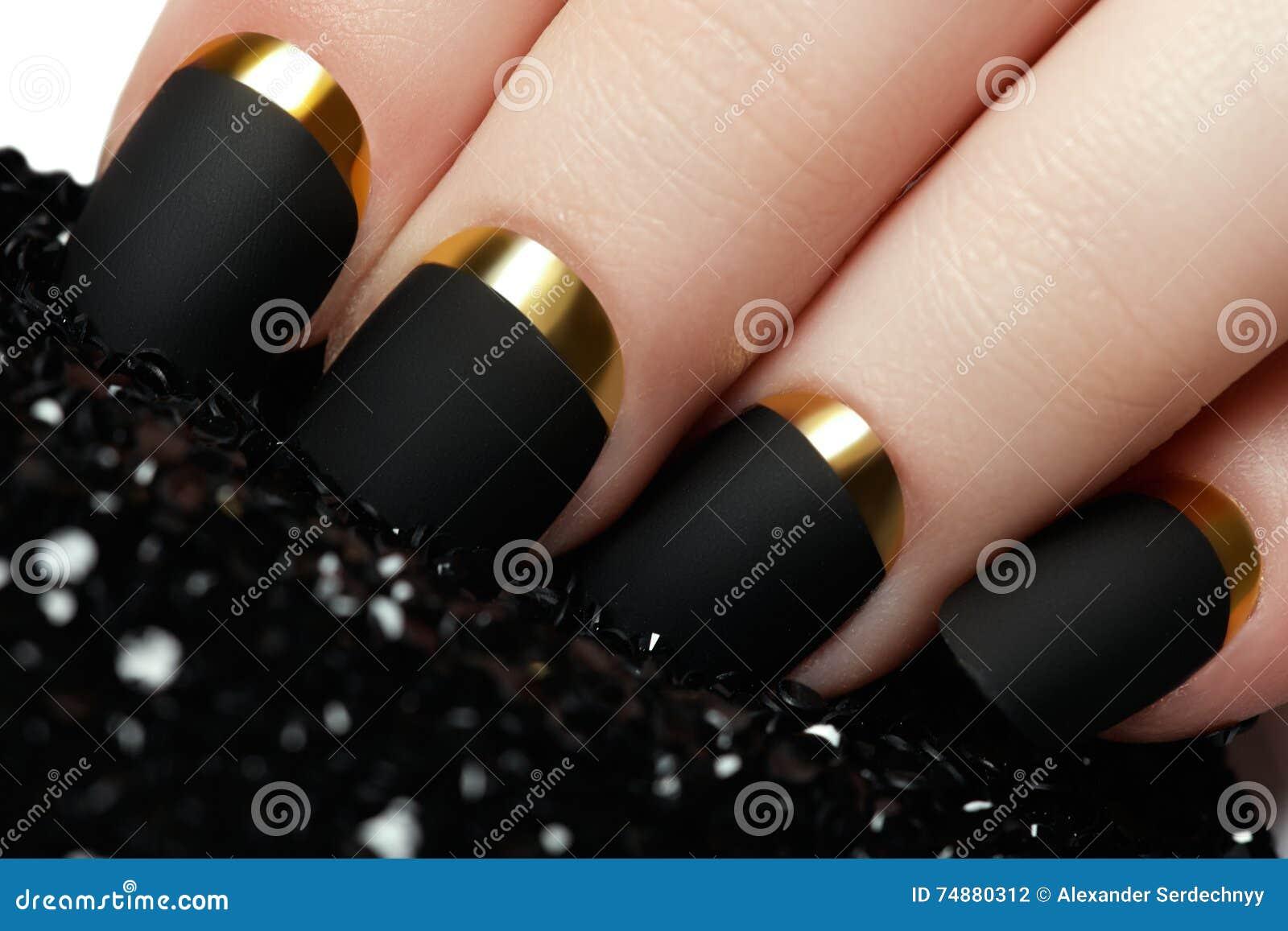 Verniz para as unhas matte preto Prego Manicured com o prego matte preto po