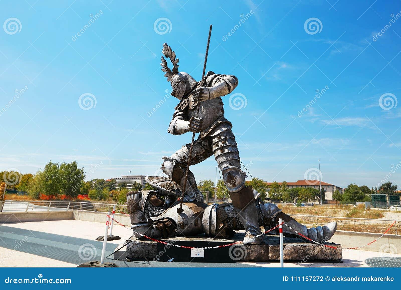 VERONA WŁOCHY, SIERPIEŃ, - 17, 2017: Walka gladiatorzy Aren di Verona festiwal Szczegół opera występ