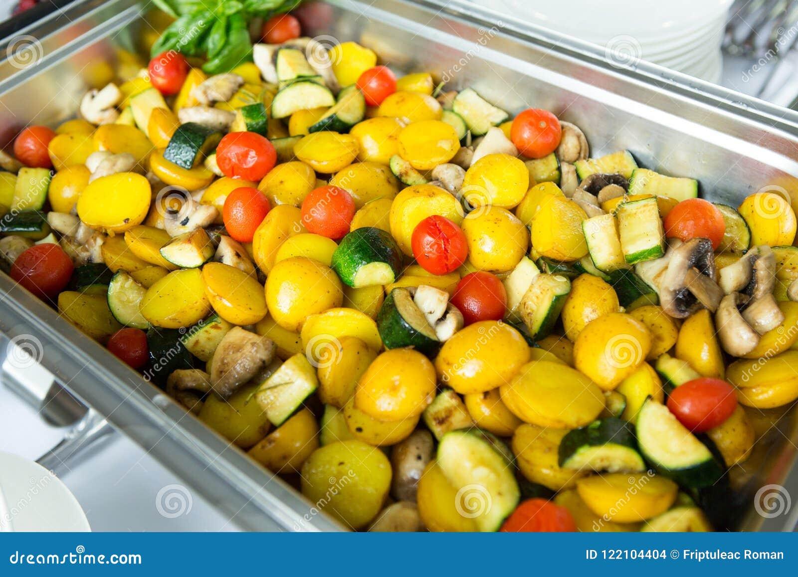 Verpflegungs-Lebensmittel-Hochzeits-Ereignis-Tabelle Buffetlinie in der Hochzeit Köstliche Aperitifnahaufnahme