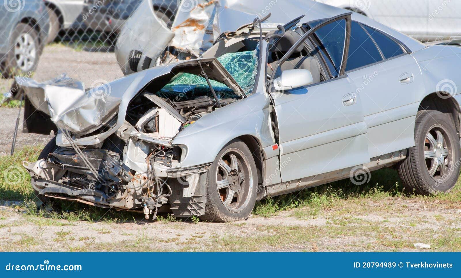 Verpletterde auto