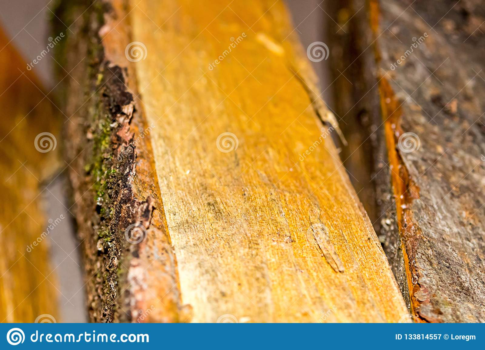 Verpletterde de brandstof rustieke van de logboek vlotte oppervlakte natuurlijke vlotte materiële nadruk als achtergrond in het c
