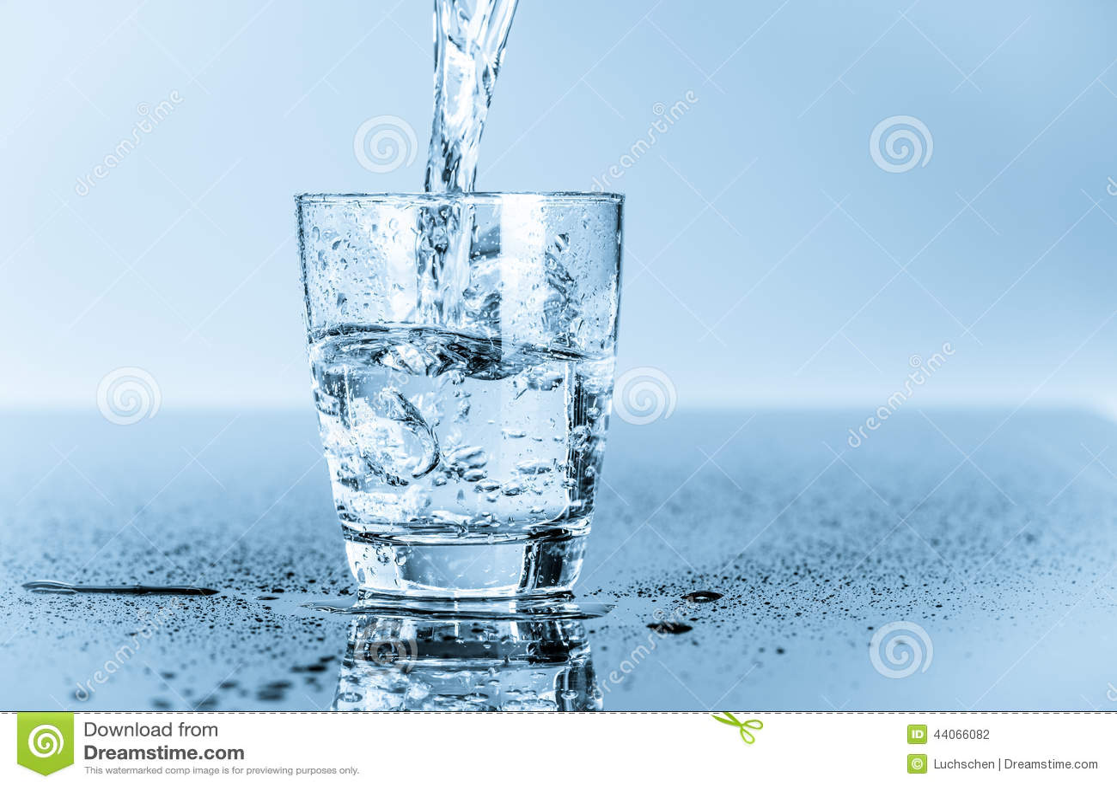 Verre d eau potable propre