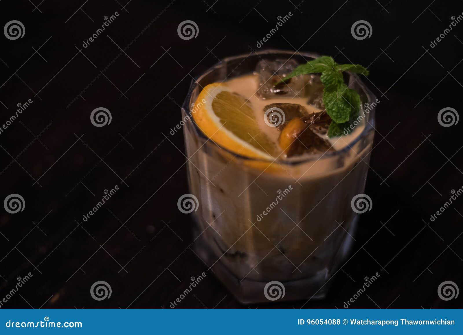 Verre de cocktail d agrume de café