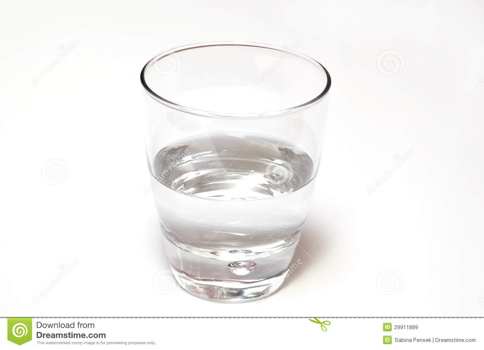 Verre De L'eau à Moitié Plein Ou Vide, D'isolement Sur Le
