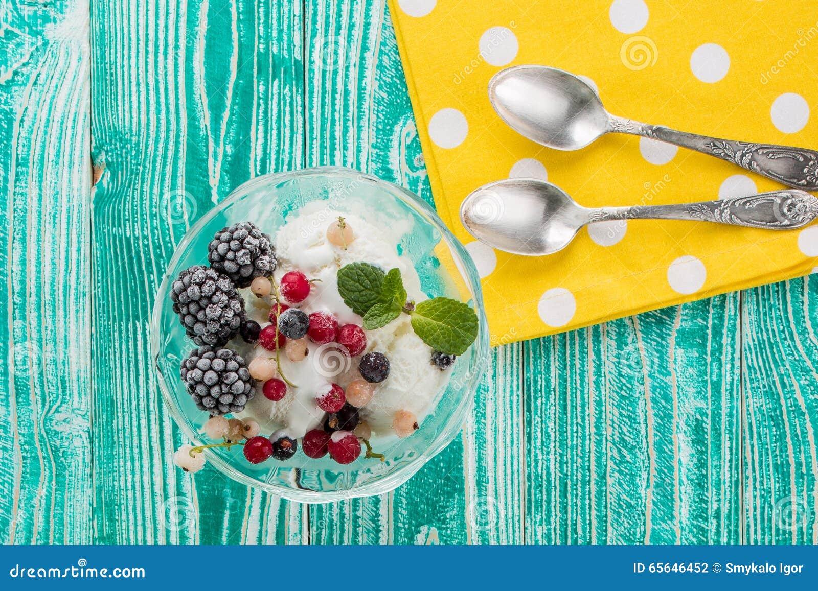 Verre de sorbet avec la crème glacée