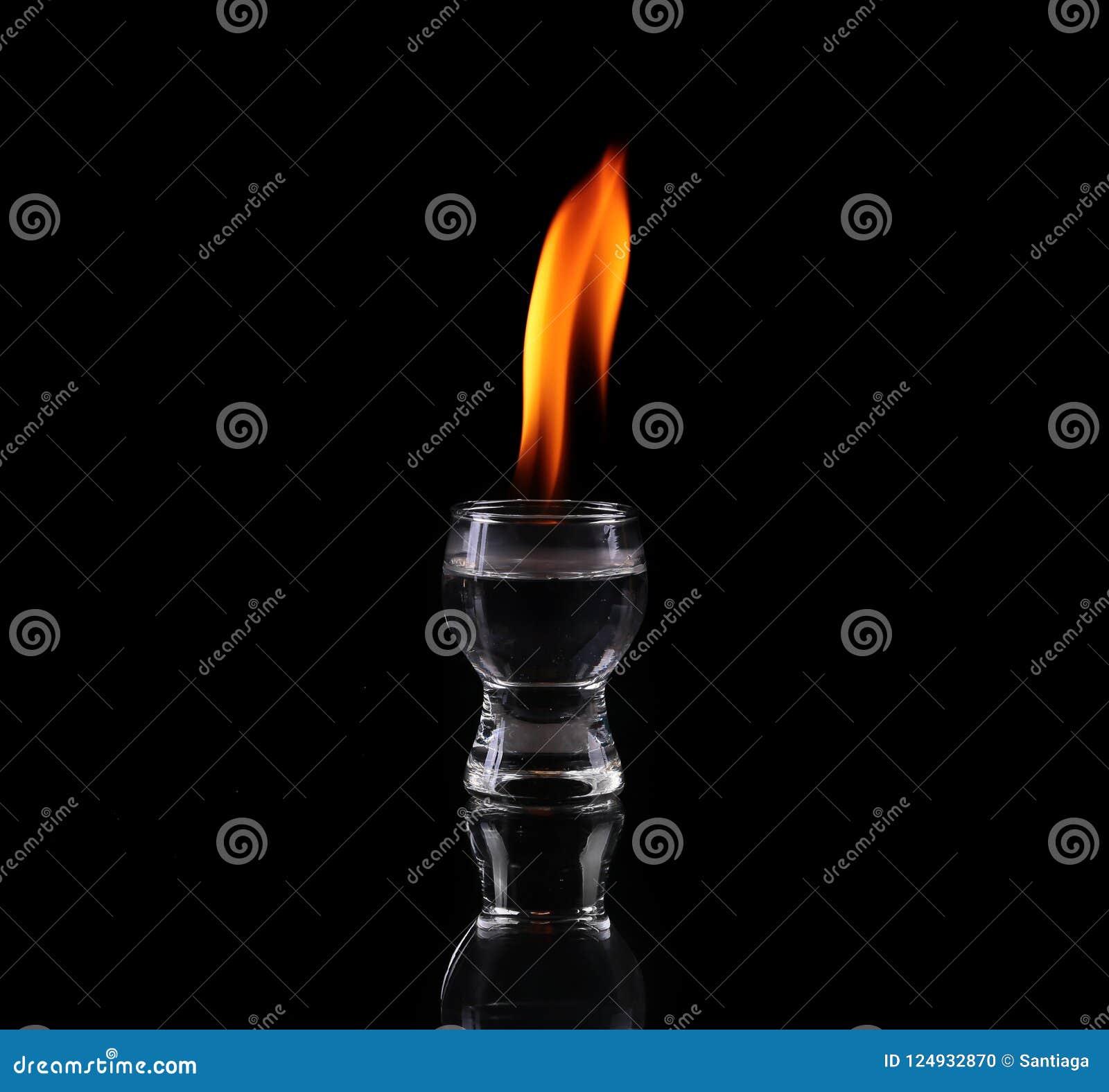 Verre de tequila et de flammes