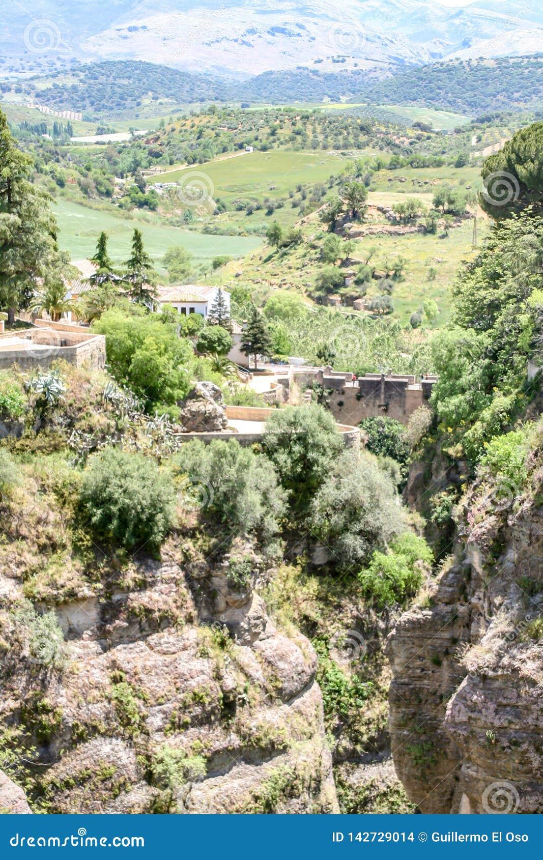 Verre mening van Ronda, Spanje aan de bergen