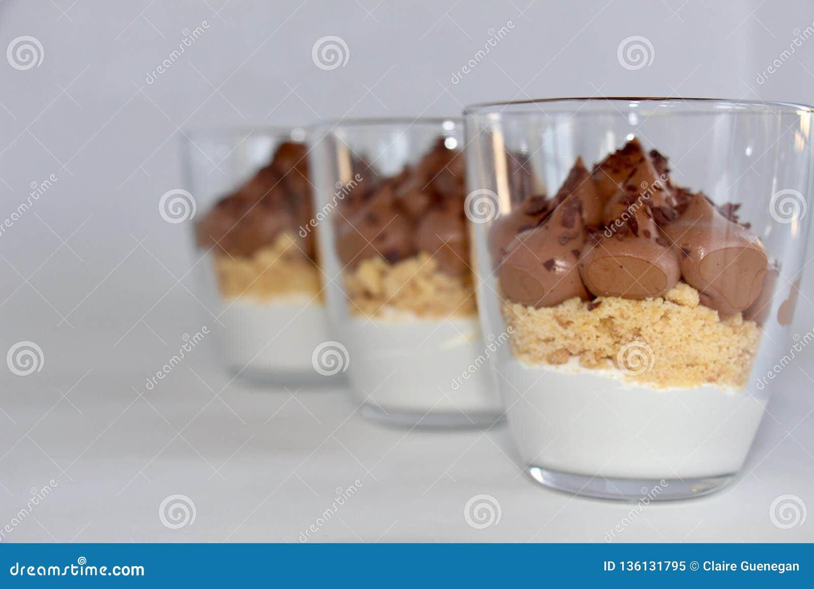 Verrine, deser w szkłach lub deser w słoju,