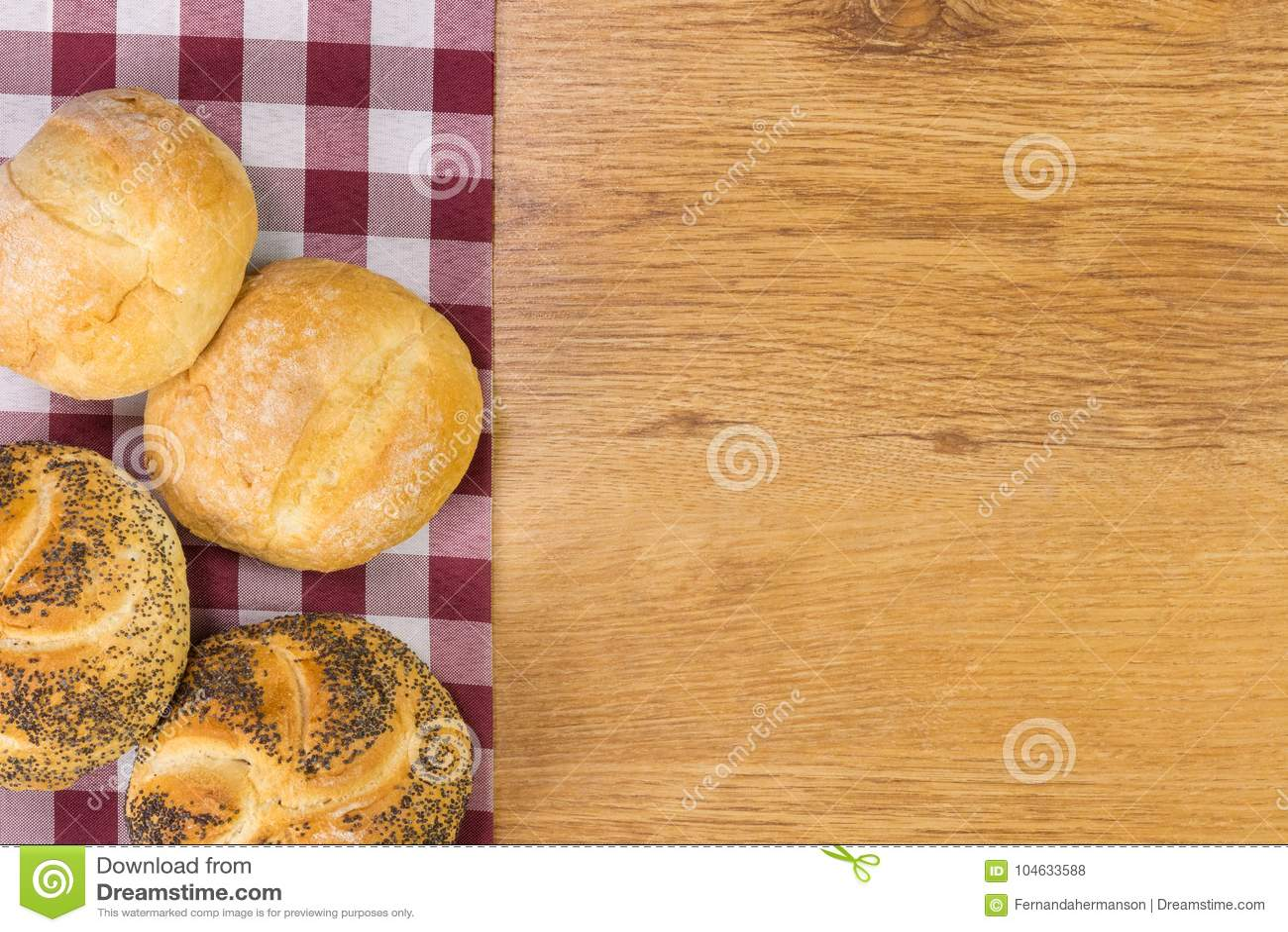 Download Vers Brood Op Houten Lijstachtergrond Stock Foto - Afbeelding bestaande uit frans, ontwerp: 104633588