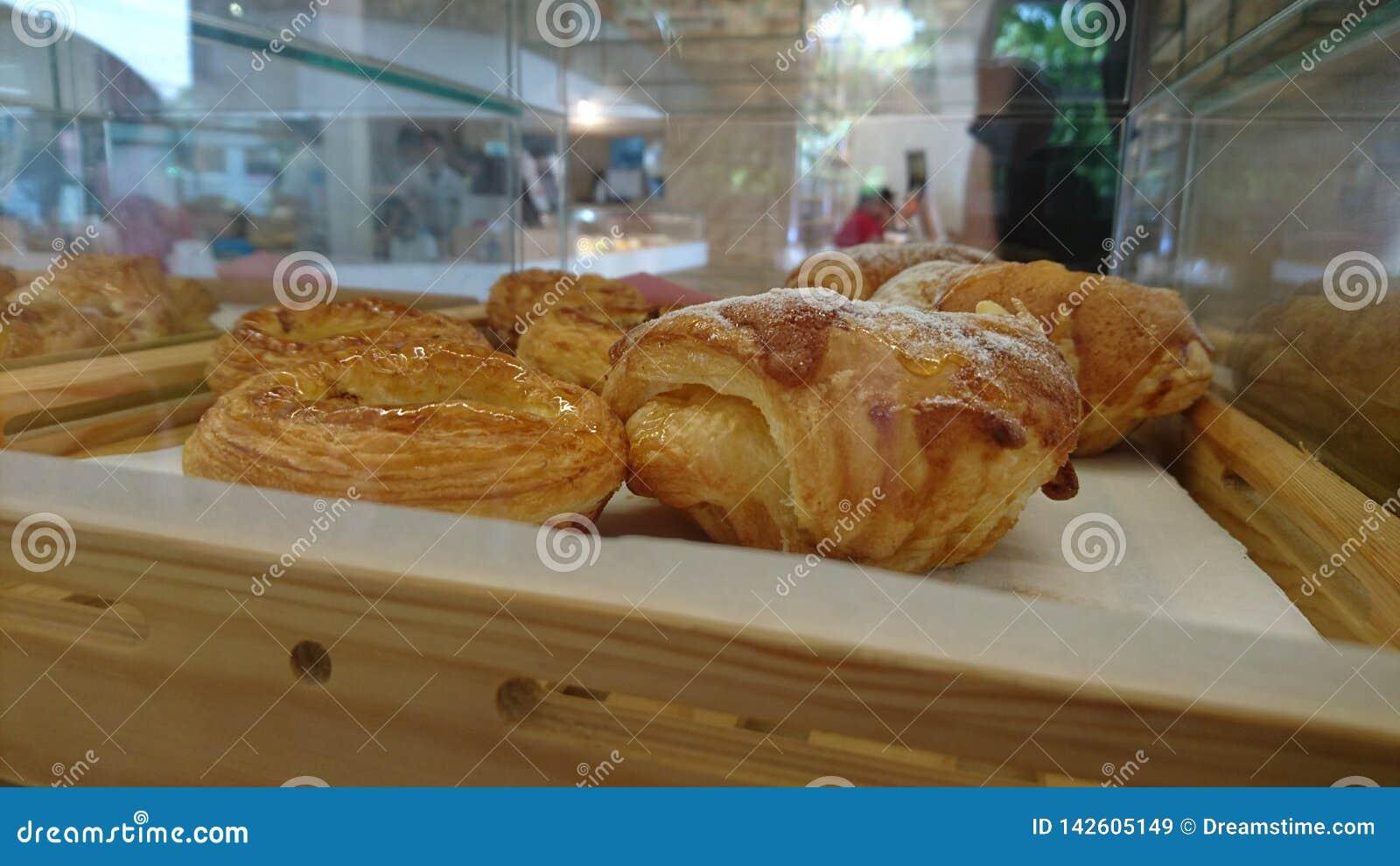 Vers gebakken Schots Stijlbrood en gebakje