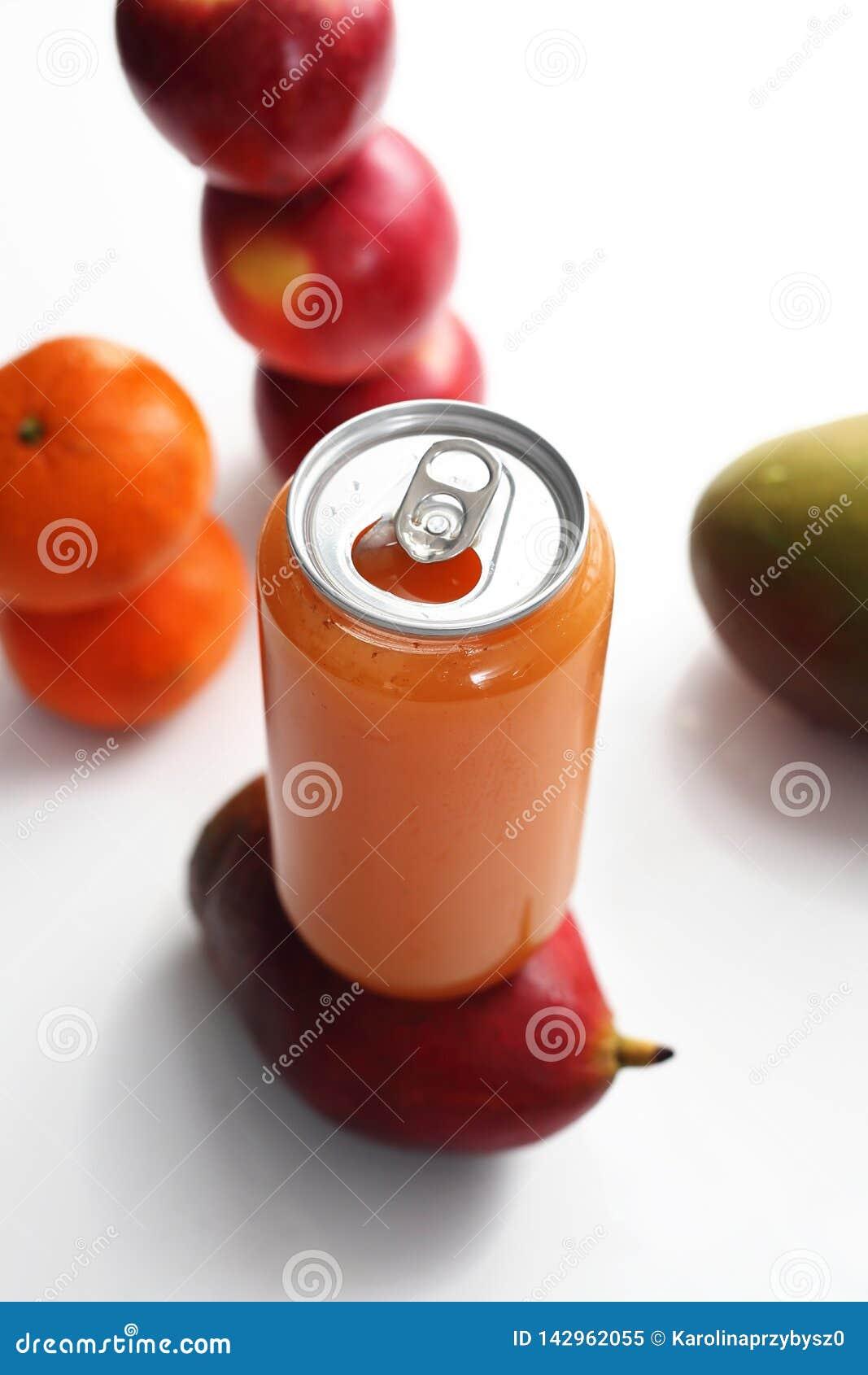 Vers gedrukt vruchtensap, gezonde en kleurrijke sapdieet