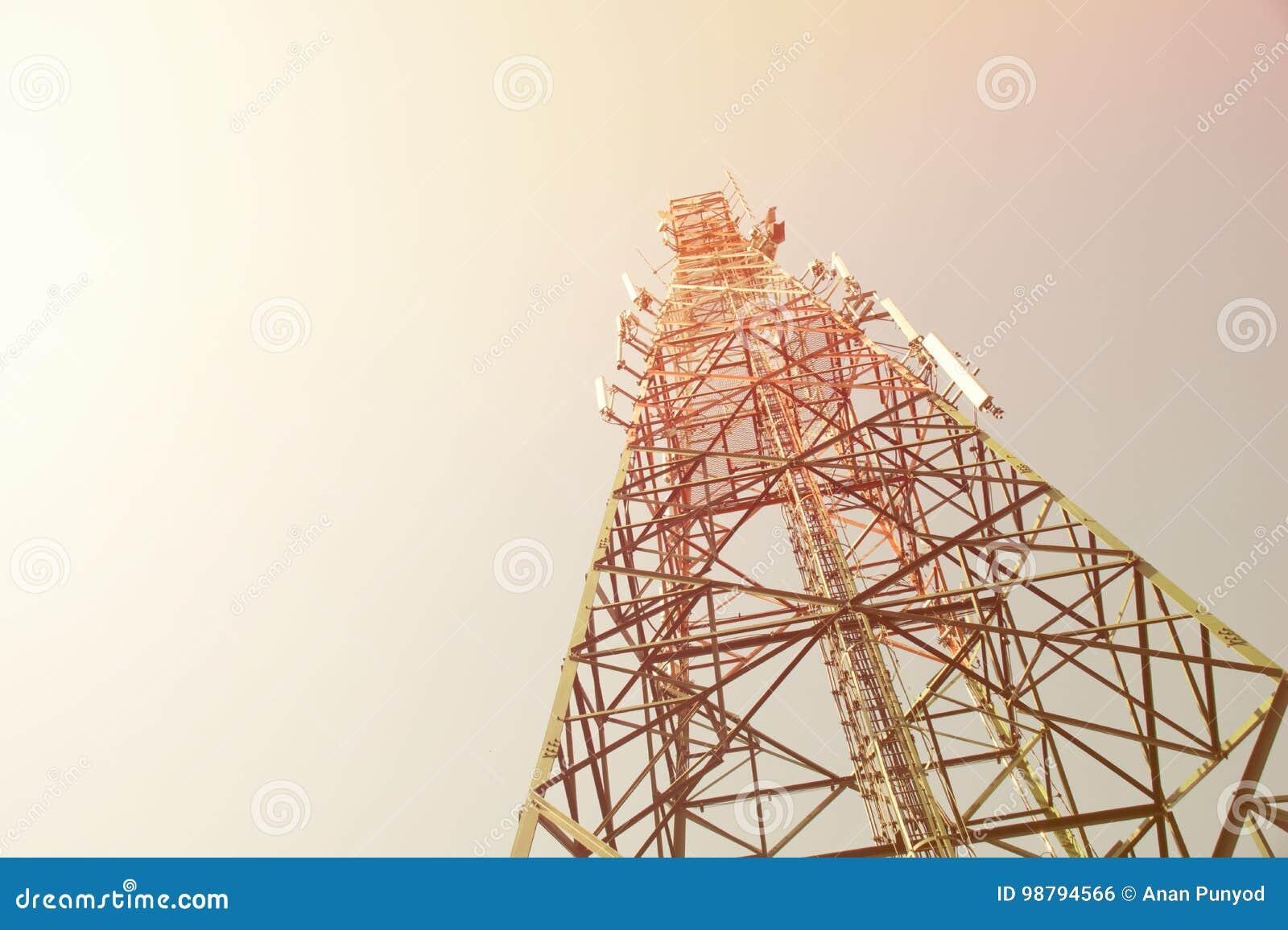 Vers le haut de la livraison mobile d actualités de réception de radio de l électricité de communication de mât de tour d antenne